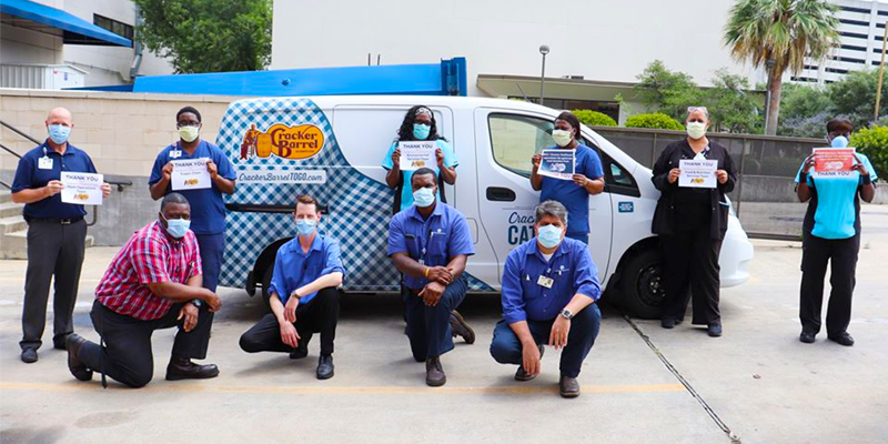 Cracker Barrel employees donating meals during pandemic